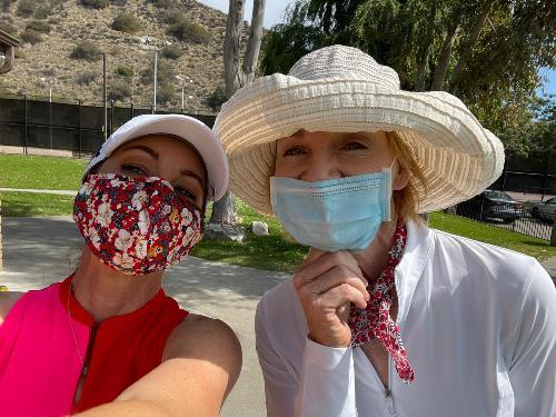 Two women golfers